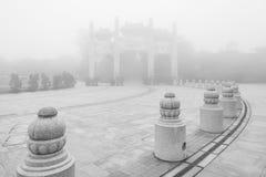 Bergport på Poen Lin Monastery Arkivbilder