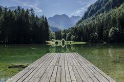 Bergreflexion i sjön Fotografering för Bildbyråer
