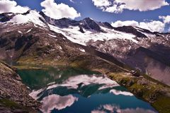 Bergreflexioner i Tirol Arkivfoto
