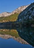 bergreflexionsvatten Fotografering för Bildbyråer