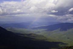 bergregnbågewhite Royaltyfri Fotografi