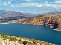 Bergreservoir met turkoois water Royalty-vrije Stock Foto