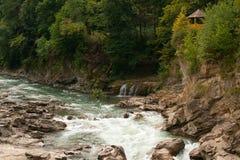 Bergrivier Belaya, Rusland, de Westelijke Kaukasus Stock Foto