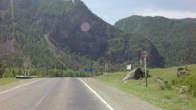 Bergrivier Chuya langs Chuysky Trakt stock video