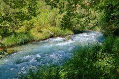 Bergrivier in Griekenland stock foto's