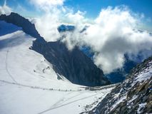 Bergsbestigning på Mont Blanc arkivfoton