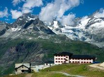 bergsemesterort switzerland arkivbilder