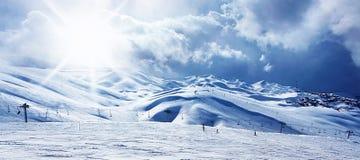 bergsemesterorten skidar vinter Fotografering för Bildbyråer