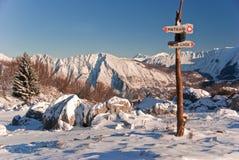 bergsignpost Royaltyfri Bild