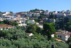 Bergsikt av den gamla staden för fästning av stången i Montenegro på en solig sommardag Mycket besökt ställe av turister Royaltyfri Fotografi