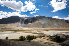 Bergsikt av den Zanskar dalen Fotografering för Bildbyråer