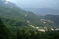 Bergsikt av staden av Kotor i Montenegro på en solig sommardag Mycket besökt ställe av turister Arkivbilder
