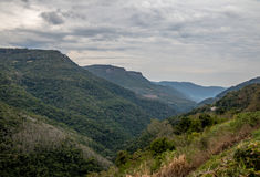 Bergsikt - Caxias gör Sul, Rio Grande do Sul, Brasilien Royaltyfri Bild