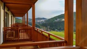 Bergsikt från balkongen Royaltyfri Foto