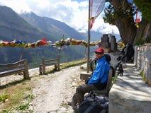 Bergsikt från den Ghyaru byn royaltyfri foto