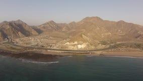 Bergsikt från luften tidigt på morgonen stock video
