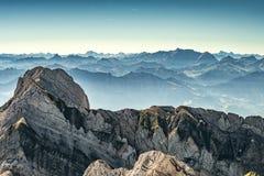 Bergsikt från monteringen Saentis, Schweiz, schweiziska fjällängar Fotografering för Bildbyråer