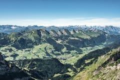Bergsikt från monteringen Saentis, Schweiz, schweiziska fjällängar Royaltyfri Foto