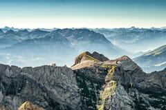 Bergsikt från monteringen Saentis, Schweiz, schweiziska fjällängar Arkivbild