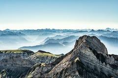 Bergsikt från monteringen Saentis, Schweiz, schweiziska fjällängar Royaltyfria Foton