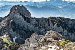 Bergsikt från monteringen Saentis, Schweiz, schweiziska fjällängar Royaltyfri Bild