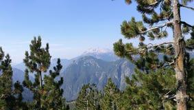 Bergsikt i albanska fjällängar Arkivbild