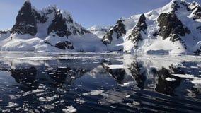 Bergsikt i Antarktis arkivfilmer