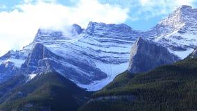 Bergsikt i den Banff nationalparken i Alberta Royaltyfri Bild