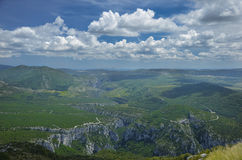 Bergsikt i sommar Royaltyfria Foton