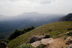 Bergsikt i sommar Arkivbilder