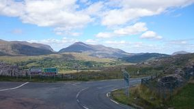 Bergsikt Roadtrip Irland royaltyfri foto