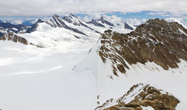 Bergskedja beskådar från monteringen Moench, Schweitz Arkivbilder