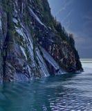 Bergskedja som leder till den Mendelhall glaciären Arkivbilder