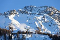 Bergskedja som täckas i snön, österrikiska fjällängar Arkivbilder