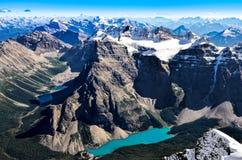 Bergskedjasikt från Mt-templet med morän sjön, Banff Arkivfoton