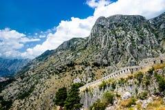 Bergskedjor av Kotor, Montenegro arkivfoton