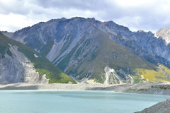 Bergskedjor vid sjön Tasman Arkivfoton