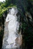 Bergskulptur av Buddha Royaltyfria Bilder