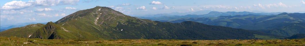 bergsommarsikt Arkivfoton