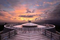 Bergspitze-Beobachtungsgremium Stockfotografie