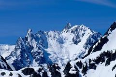 Bergspitze mit Schnee und Eis Stockfotos