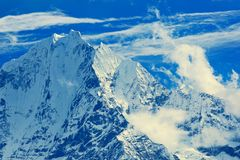 Bergspitze Thamserku Lizenzfreie Stockbilder
