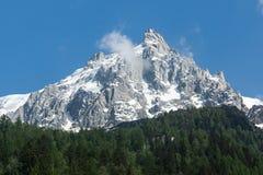 Bergspitzen mit Schnee in den französischen Alpen, Montblanc Stockfotografie