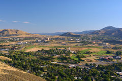 Bergstad i en dal Arkivbild