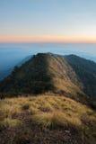 Bergsteigenmorgen lizenzfreies stockfoto