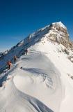 Bergsteiger auf dem Aufstieg Stockbilder