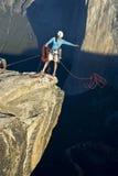 Bergsteiger auf dem Gipfel. Lizenzfreie Stockfotografie
