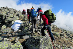Bergsteiger auf den Felsen Stockbild