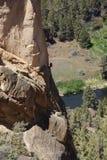 Bergsteiger auf der überhängenden Klippe des Affe-Gesichtes Lizenzfreies Stockfoto