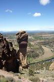 Bergsteiger auf der überhängenden Klippe des Affe-Gesichtes Stockbild